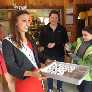2016 Ms. Vermont visits Dakin Farm
